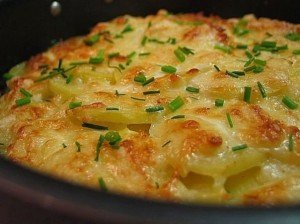 Картофель дофине со сметаной и шнитт-луком